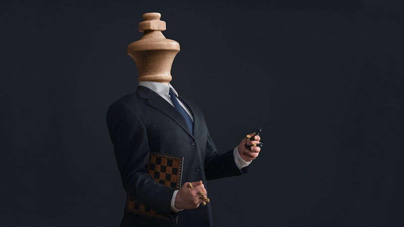 Narcissistic king holding pawns